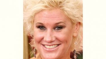 Anne Burrell Age and Birthday
