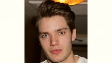 Dominic Sherwood Age and Birthday