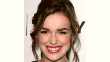 Elizabeth Henstridge Age and Birthday