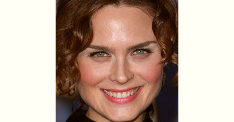 Emily Deschanel Age and Birthday