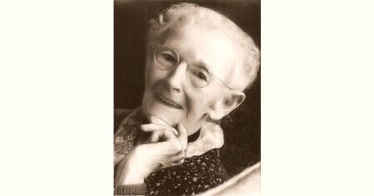 Grandma Moses Age and Birthday