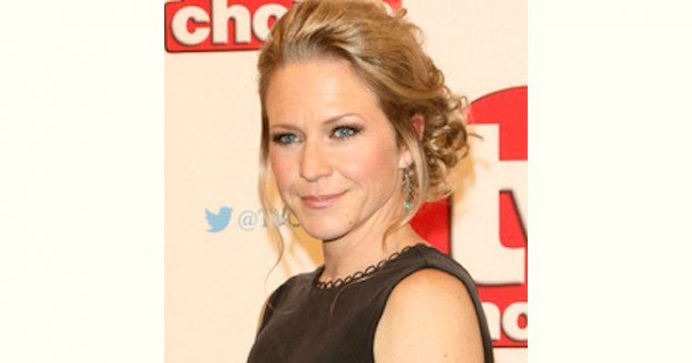 Kellie Bright Age and Birthday