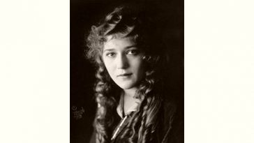 Mary Pickford Age and Birthday