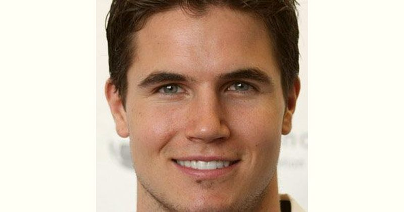 Robbie Amell Age and Birthday