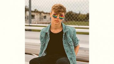 Youtubestar Tate Lovett Age and Birthday